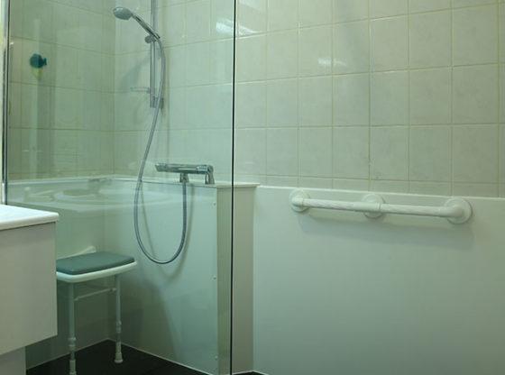 douche pour personnes âgées